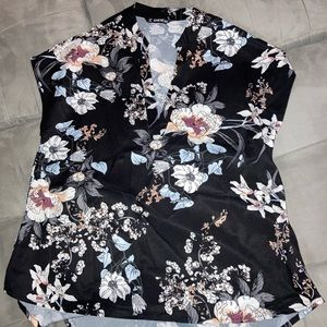 SHEIN V Neck Floral top NWT